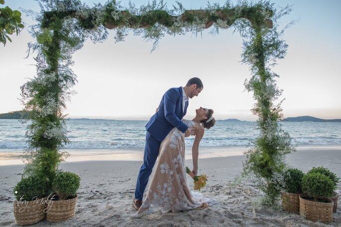 Destination wedding na beira da praia em Florianópolis