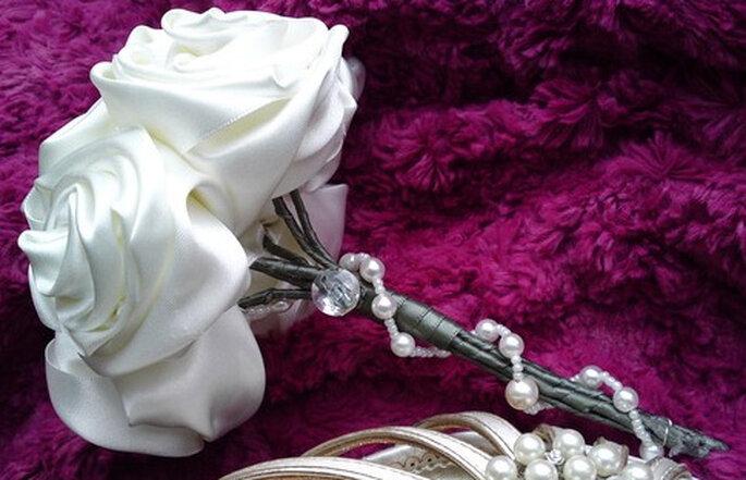 Bouquet nuziale in rose di seta white silk roses