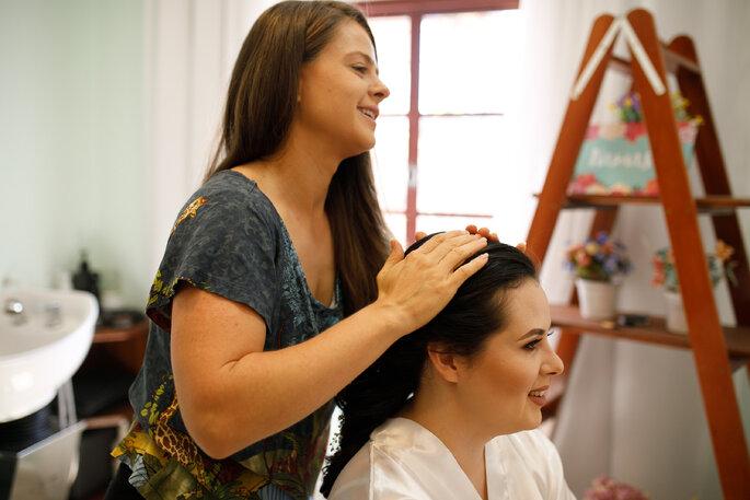 Maquiagem e cabelo da noiva: Ateliê Amor e etc - Foto: Marcelinos Fotografia