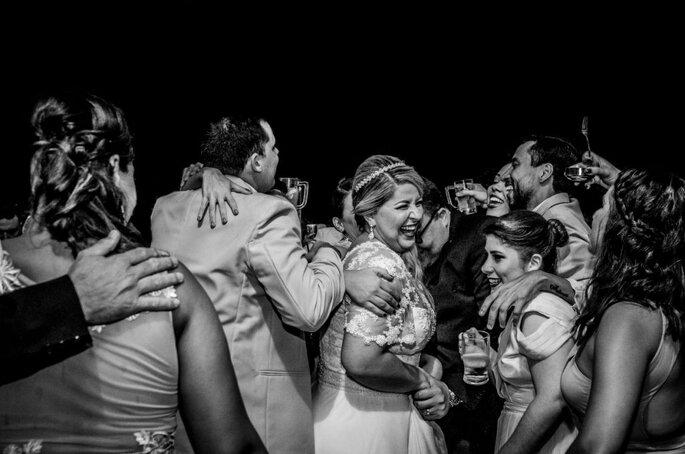 Noivos celebram com seus convidados