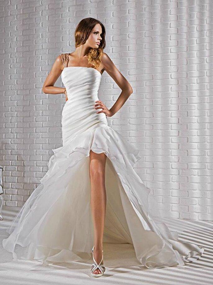 Robe de mariée avec bustier plissé, courte à l'avant, organza. Gritti Spose 2013. Photo My Style s.r.l.