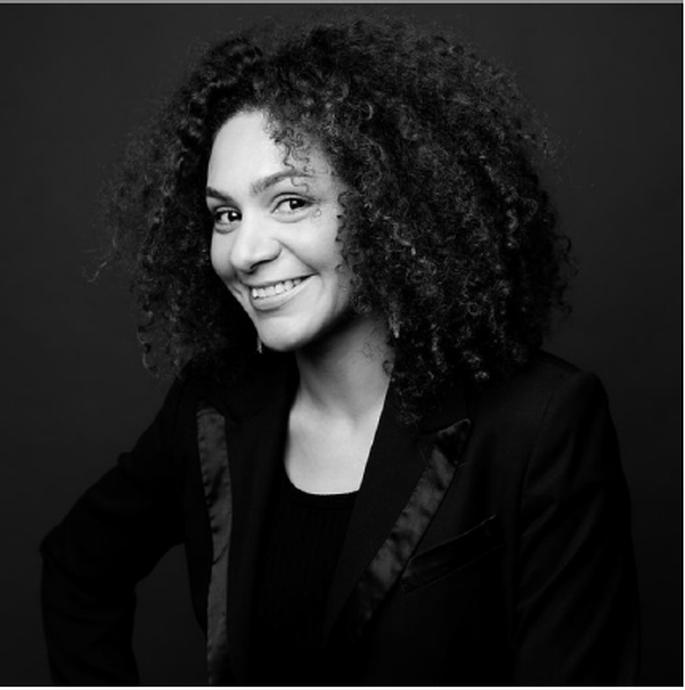 Portrait de Michèle, créatrice de l'agence Ciel mon amour !