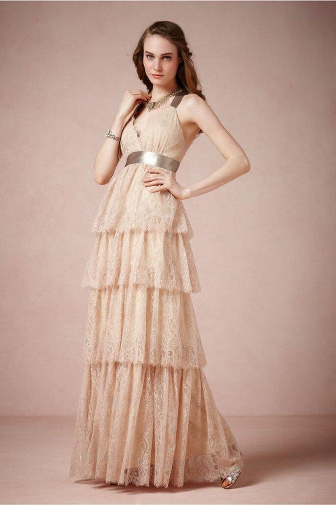 vestido de novia 2014 en color nude con tendencia ombré, escote strapless y capas de tela - foto BHLDN