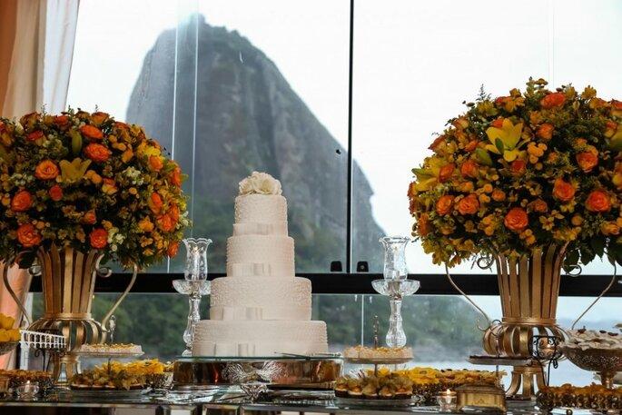 Casamento com vista para Pão de Açúcar; bolo de casamento