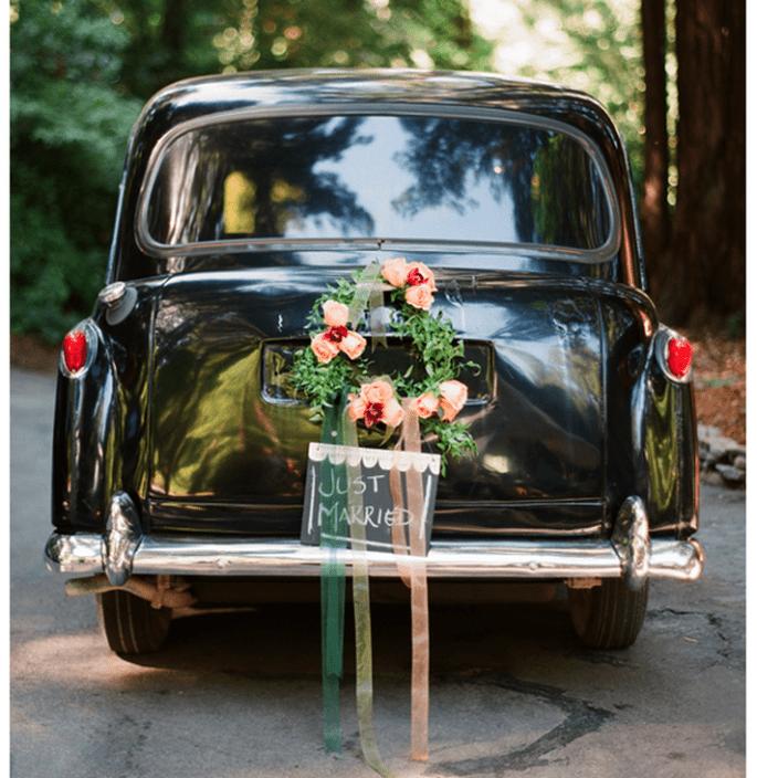 Decoraciones originales para el coche de los novios - Foto Elizabeth Messina