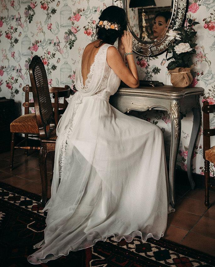 Printemps Mariage - la mise en beauté de la mariée, vêtue d'une sublime robe trouvée chez Printemps Mariage