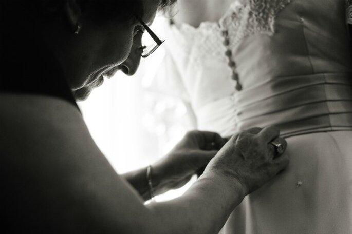 Auch die Anprobe ihres Traum-Brautkleides bleibt unvergesslich – Foto: Adrian Stehlik