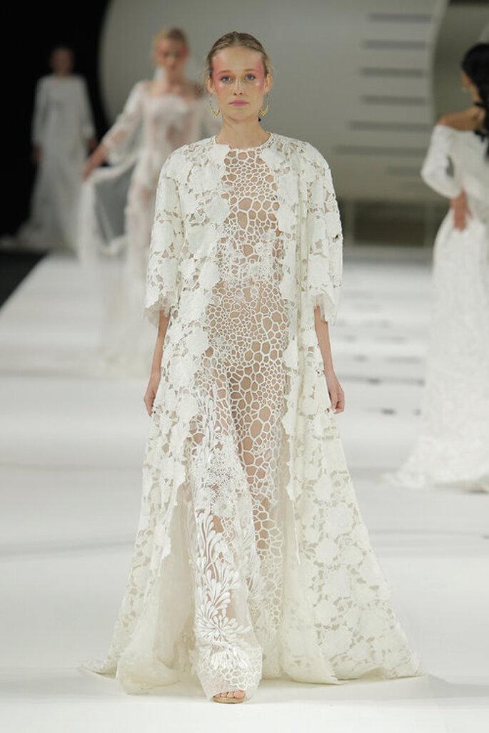 Robe de mariée toute en dentelle et en transparence très originale