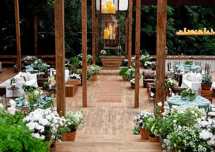 Para una boda con más lujo, apuesta en las flores y la madres. Foto de Boutique de Tres.