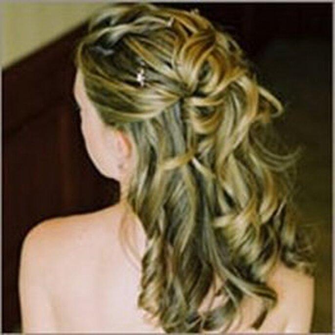Novias bellas con peinados semirecogidos