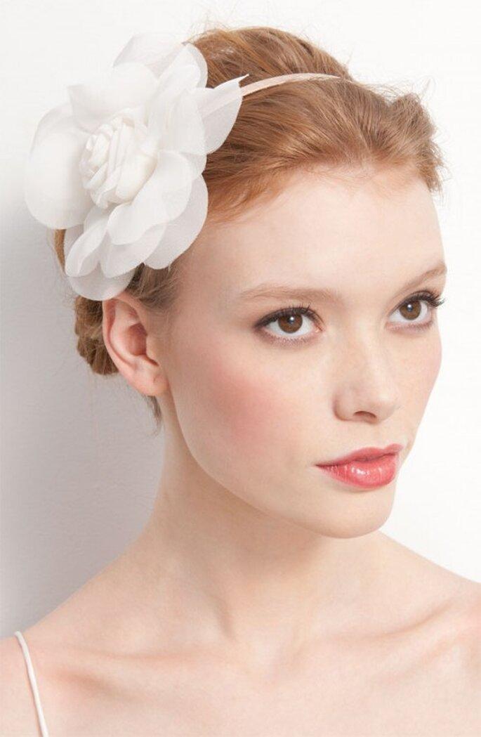 Tocado de flor para las novias - Foto Nordstrom
