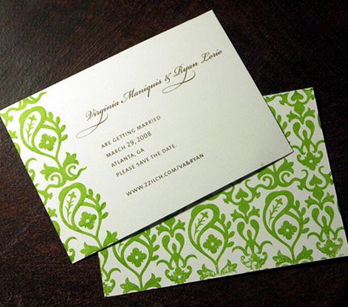 El verde puede formar parte de una trama y como detalle en un margen de la invitación de boda