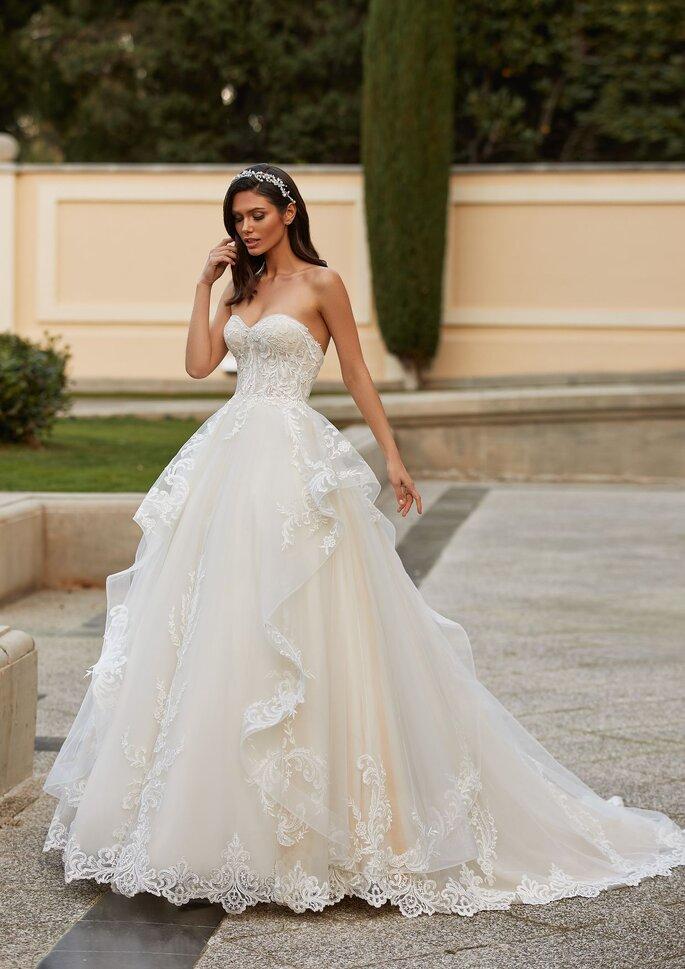 Pronovias Premiere 2021 Vestido de novia ballgown con escote corazón en tul bordado