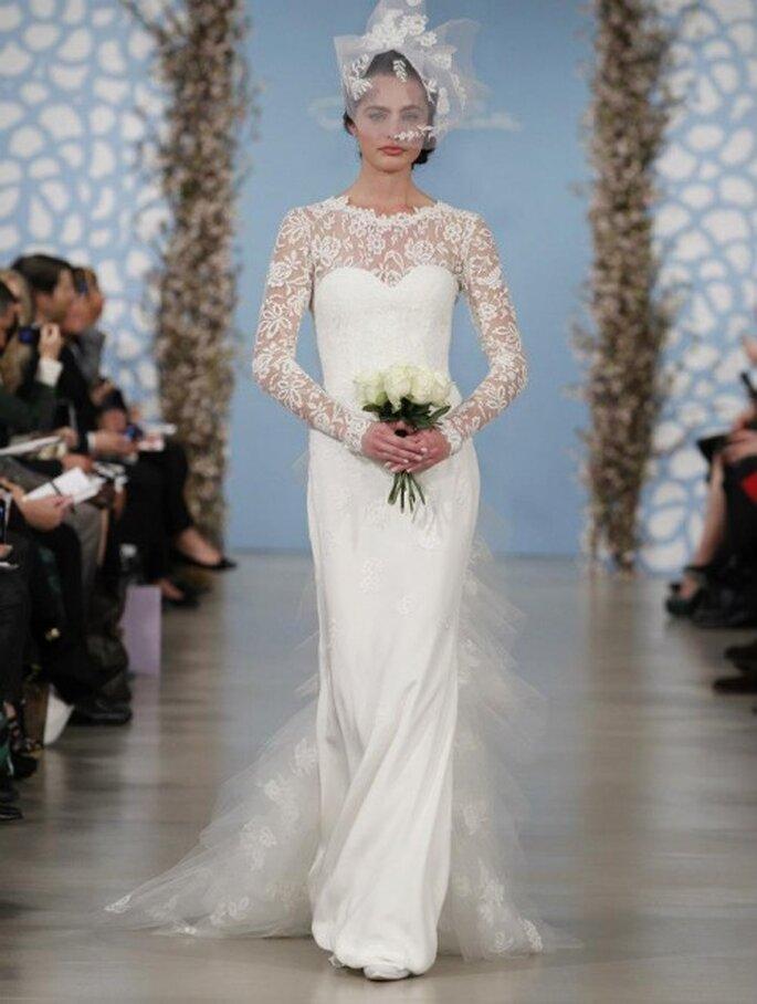 Velo de novia en tendencias con motivos florales en relieve - Foto Oscar de la Renta