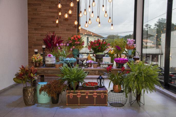 Mesa do bolo e doces montada pela Two Sisters Decoração e Organização de Festas