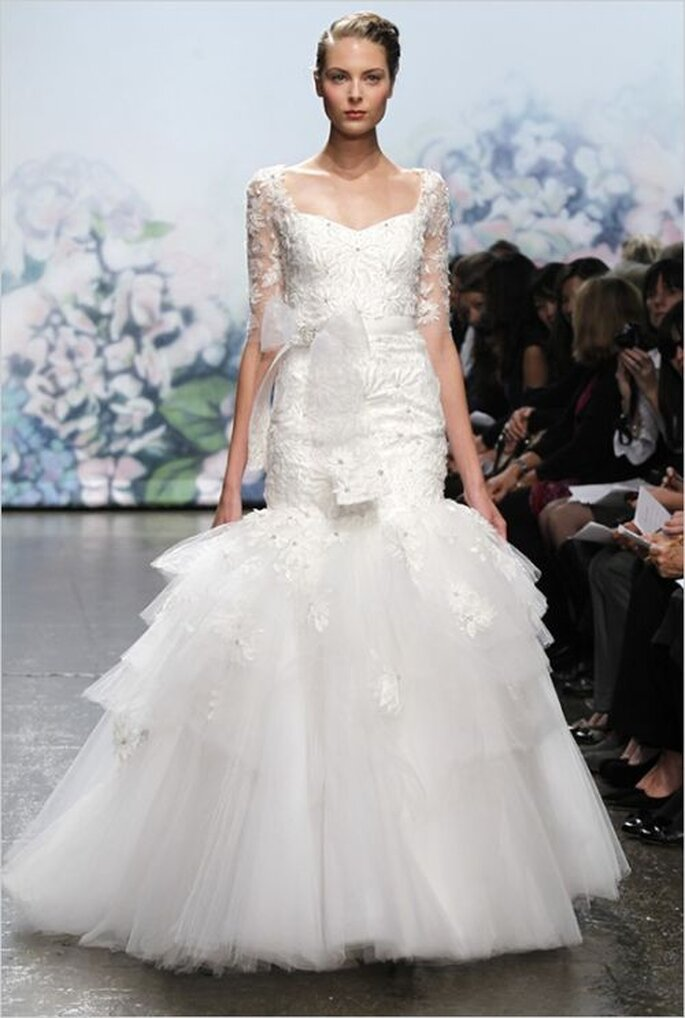 Monique Lhuillier wedding dress with lace sleeves Fall 2012