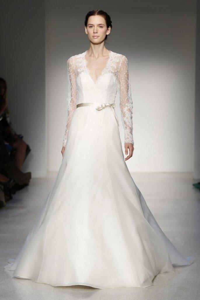 Vestido de novia clásico con mangas largas y detalle en la cintura - Foto Christos