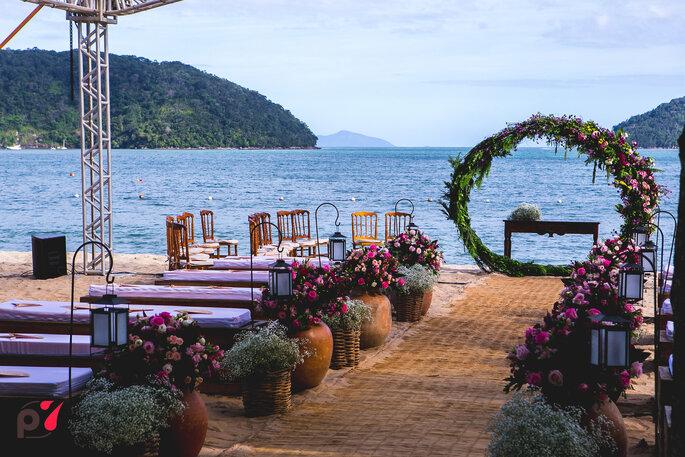 Decoração, flores, paisagismo e mobiliário: Isaias Ribeiro Festas Especiais - Foto: Produtora 7 SONY | Foto e Filme