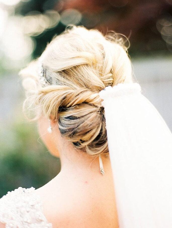 Peinado de novia con trenza y velo