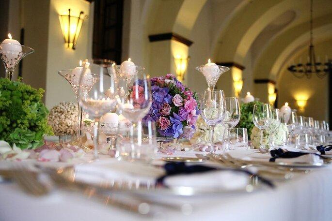 Centritavola floreali colorati per la tua tavola nuziale