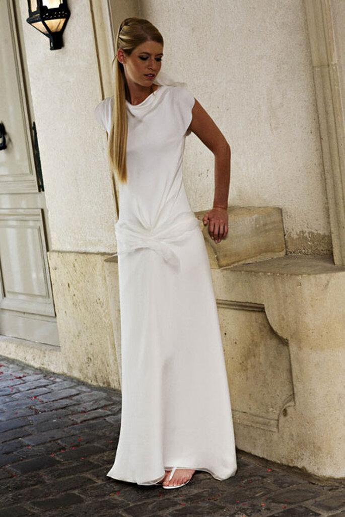Collection de robes de mariée Amarildine 2011 - Adonis : robe col bâteau en biais de crêpe et mousseline