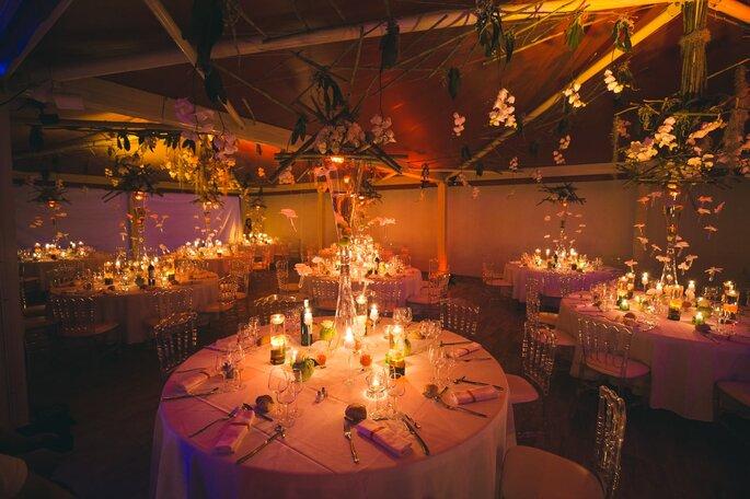 Salle de réception à la décoration de mariage champêtre