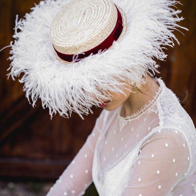 canotier boda con plumas