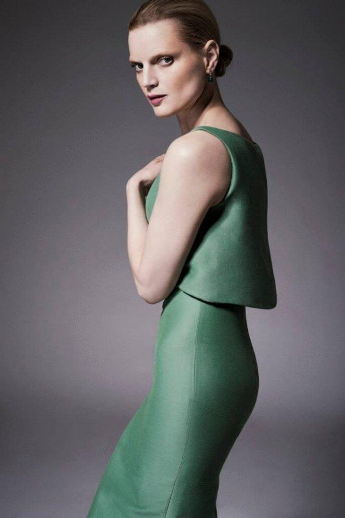 Vestido de fiesta con silueta ceñida y corpiño con volumen en color verde sutil - Foto Zac Posen