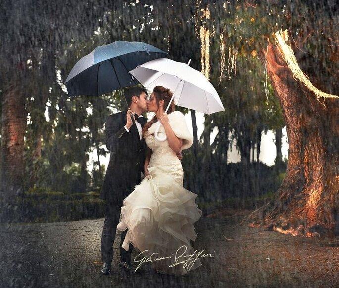 Giovanni Ruggeri Fotografo - coppia bacio con la pioggia