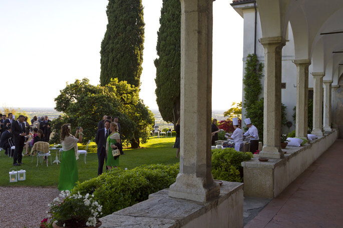 Chiostro sofisticato in estate a Bergamo