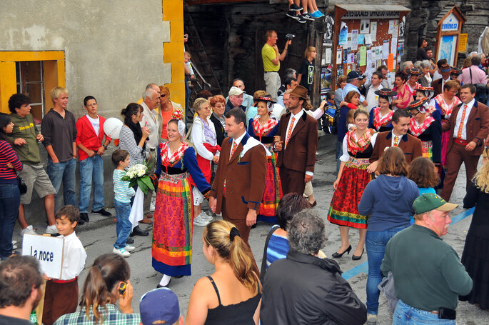 Traditionelle Schweizer Berghochzeit.