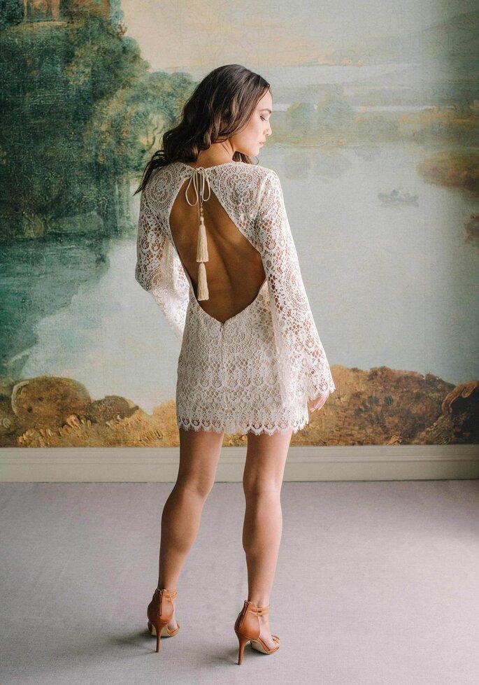 Robe de mariée avec des manches longues et un dos nu