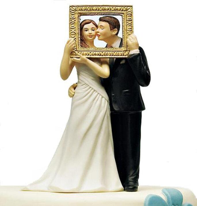 Novios en situaciones o posiciones diferentes son la nueva tendencia a la hora de adornar la torta de bodas