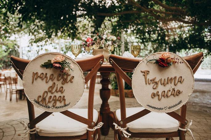 detalhe de cadeira artesanal para casamentos