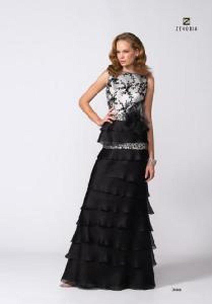 Model Novias 2009 - Vestido negro largo de corte trapecio. Cinturón