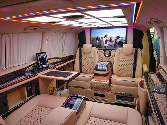Intérieur spacieux et confortable d'une Mercedes Benz classe V