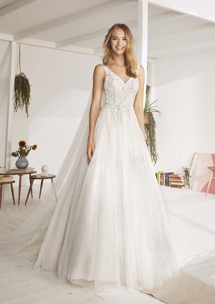 Osmoz Mariage - un modèle portant une robe White One de chez Osmoz Mariage