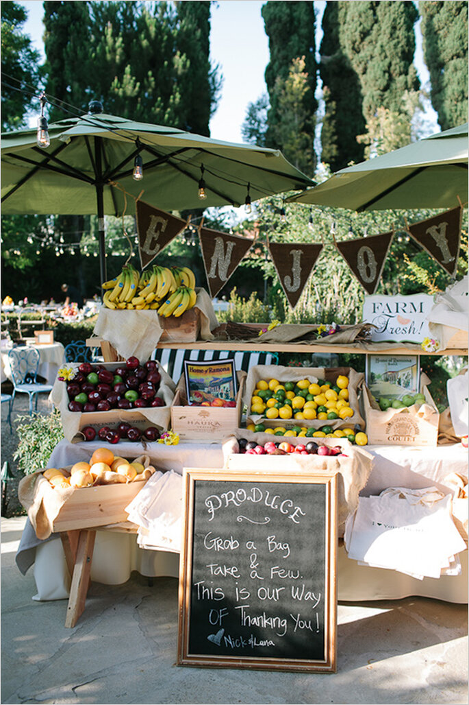 Fruits in your wedding decor - Photo: Joe + Kathrina
