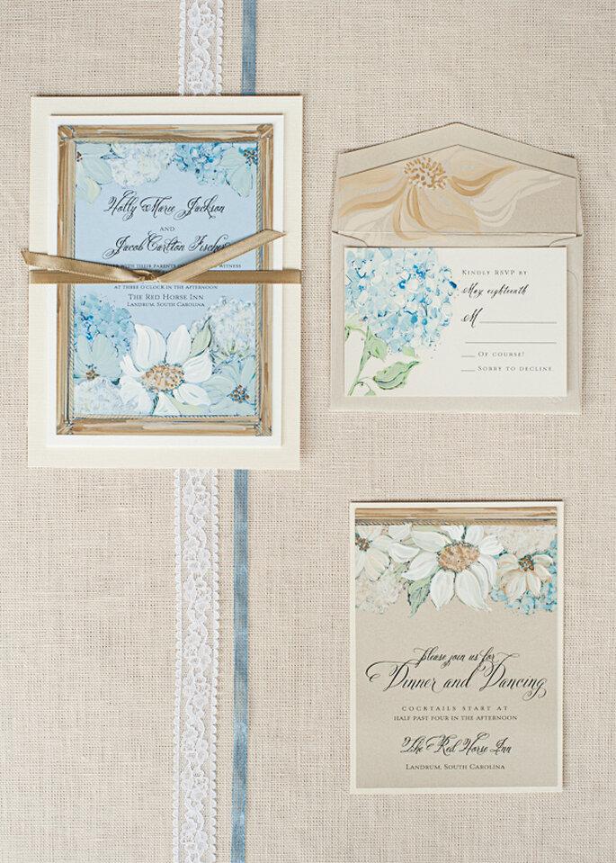 Azul polveado como color perfecto en las invitaciones de boda - Foto Momental Designs