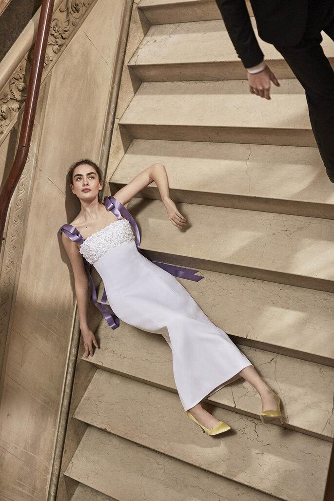 Vestidos de noiva simples com detalhe lilás