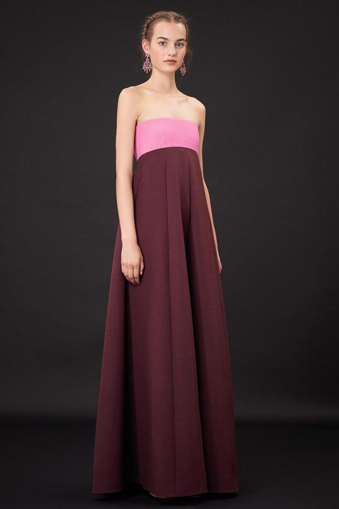 Vestido de fiesta 2015 con tendencia color blocking en tonos rosa y guinda - Foto Valentino