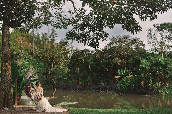 Noiva posa na linda paisagem do Meio do Mato