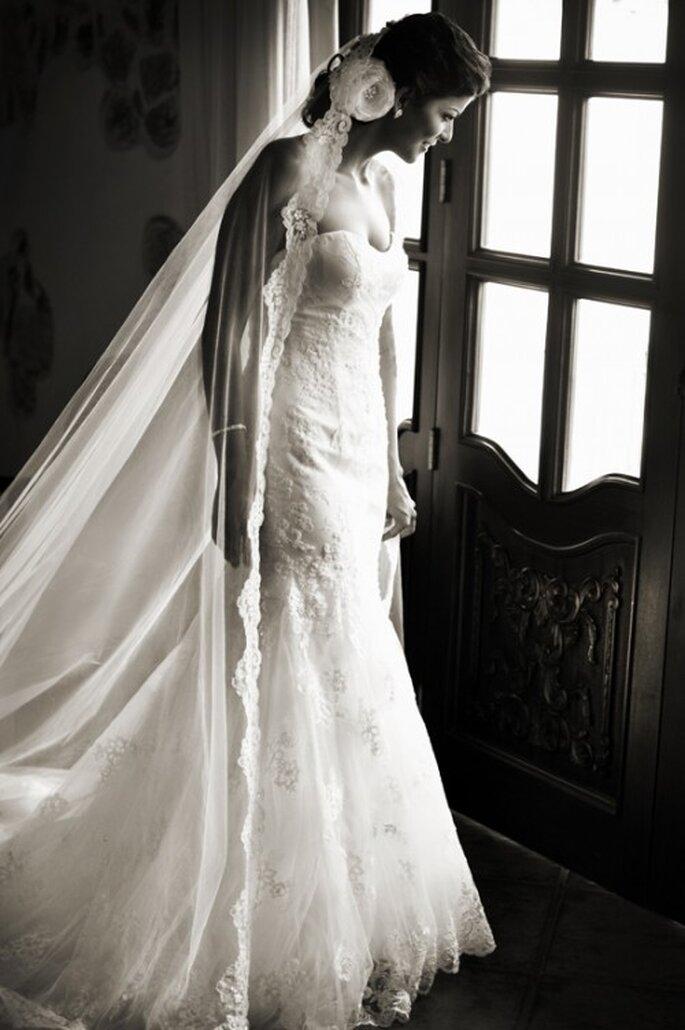 Zu langen Haaren passen lange Brautschleier – Foto: Eva Zelenkova