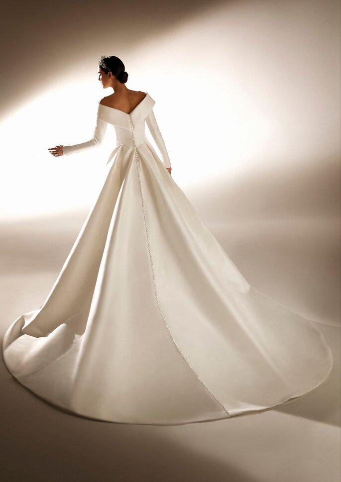 Pronovias Premiere 2021 Vestido de novia corte en a con manga larga en mikado