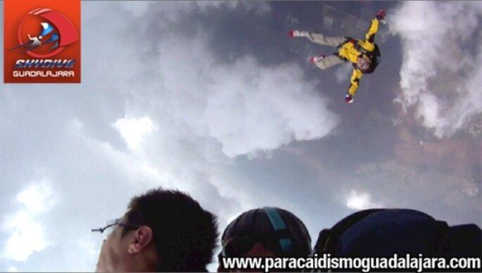Regala una experiencia única. Fotos de Skydive Guadalajara