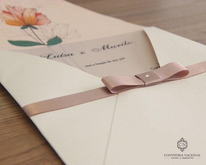 Convite de casamento com estampa de flor