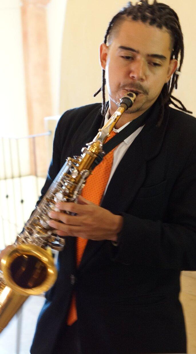 Angélica Valencia - Coro para Bodas Saxofonista