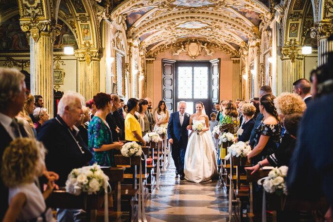 Riccardo Bonetti Photography - entrata in chiesa sposa con il papà