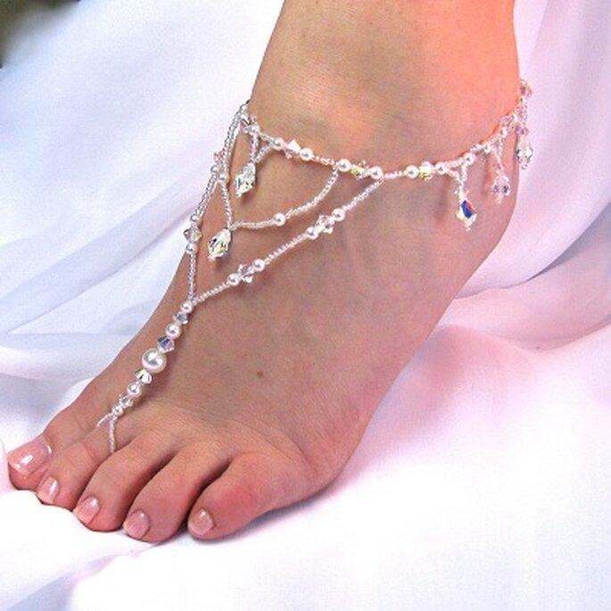 Sandalias para pies descalzos. Foto: TwoBeWedJewelry