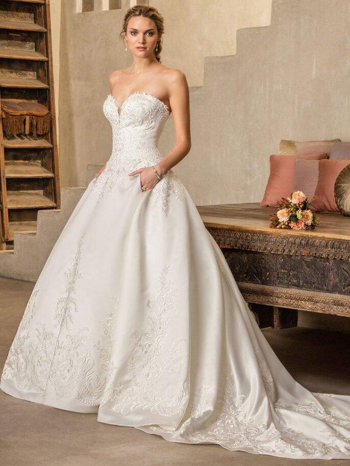 Style 2303 Oleander. Credits: Casablanca Bridal.